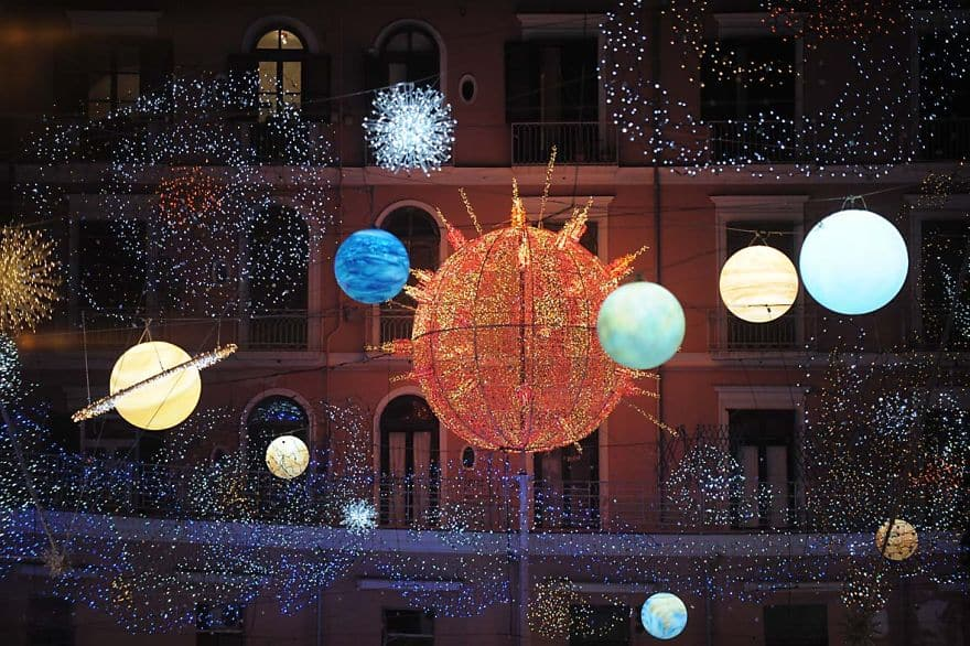 Ten Breathtaking Christmas Light Displays From Around The