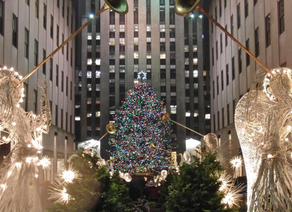 ten-breathtaking-christmas-light-displays-from-around-the-world-10