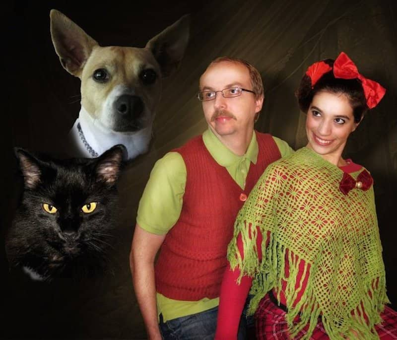 31 Fantastically Awkward Holiday Family & Pet Photos (One for Every ...