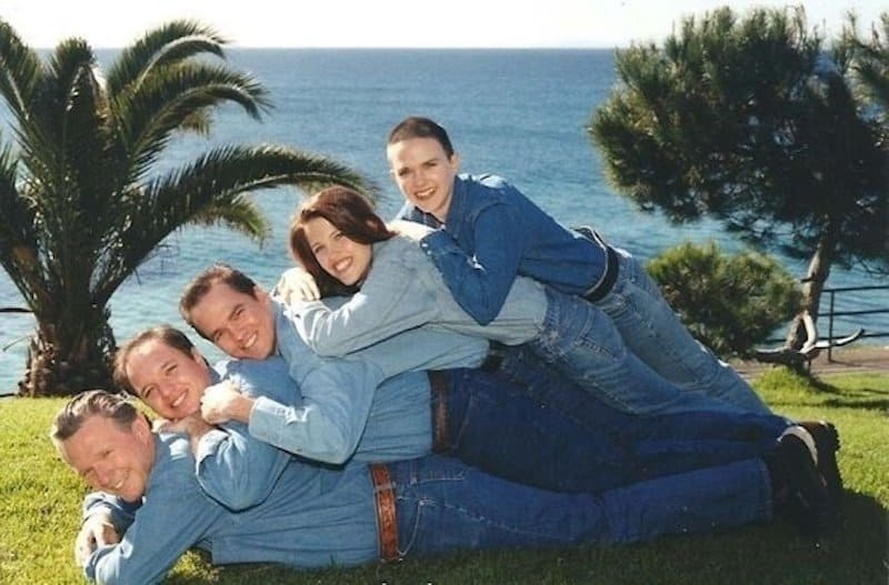 20 Family Photo Fails That Will Make You Cringe-4677
