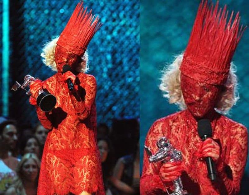 [Image: 20-of-lady-gagas-craziest-outfits-11.jpg]