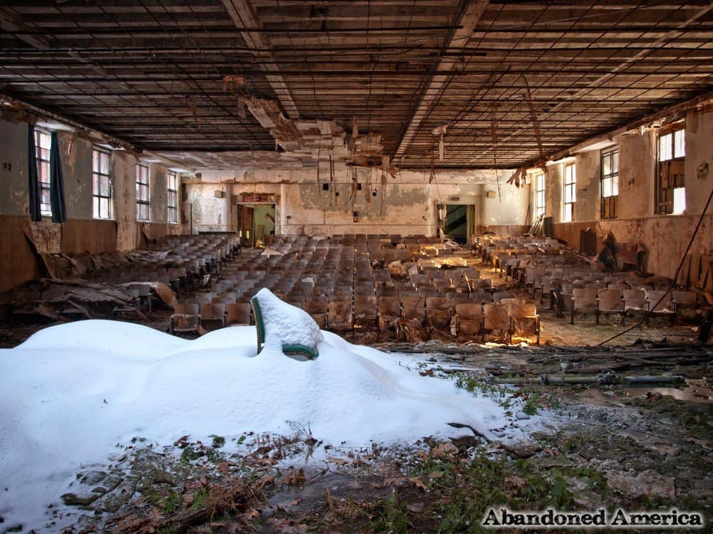 20 Haunting Pictures Of Abandoned Locations In The U S
