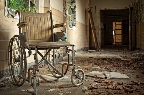 20 Haunting Pictures Of Abandoned Locations In The U.S.