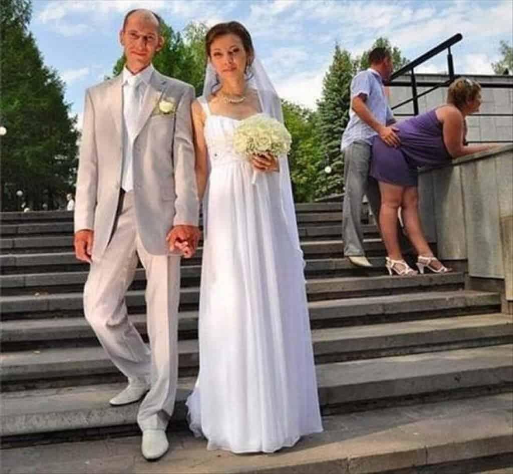 Bridal Photo Gallery: 20 Wedding Photos That Failed Hilariously