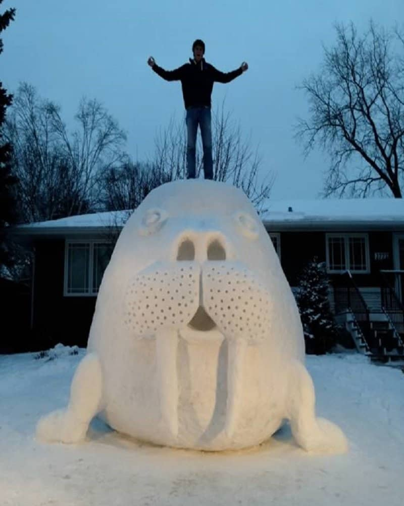 10 amazing and funny snow sculptures made in people s yards