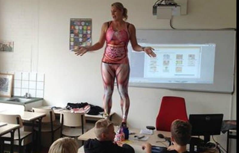 Dutch Teacher Strips Off Her Clothes To Teach Kids Anatomy