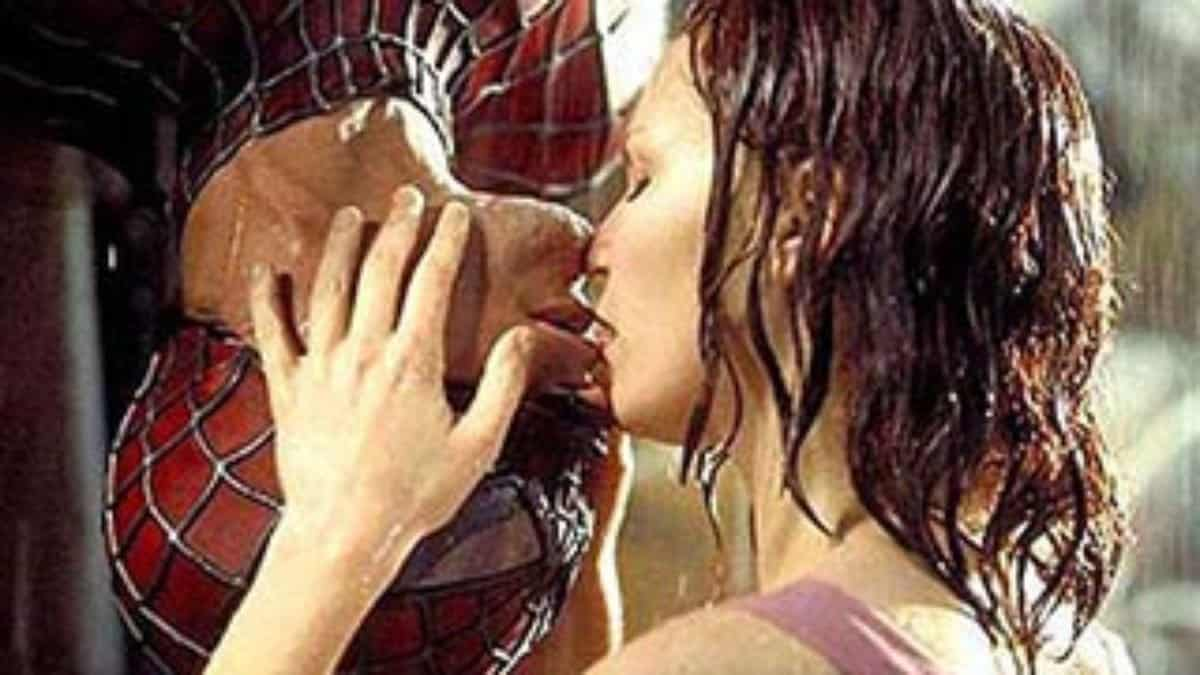 Watch 10 Fascinating Facts About Kissing video