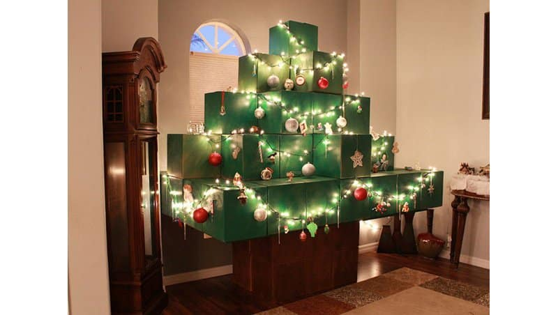 this is the result of a minecraft fan placing their spin on their christmas tree - Awesome Christmas Trees
