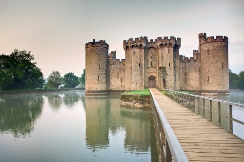 10 Of The Biggest And Most Beautiful Castles In The World