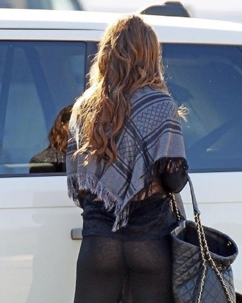 17 Celebrities Who Have Experienced Yoga Pants Fails