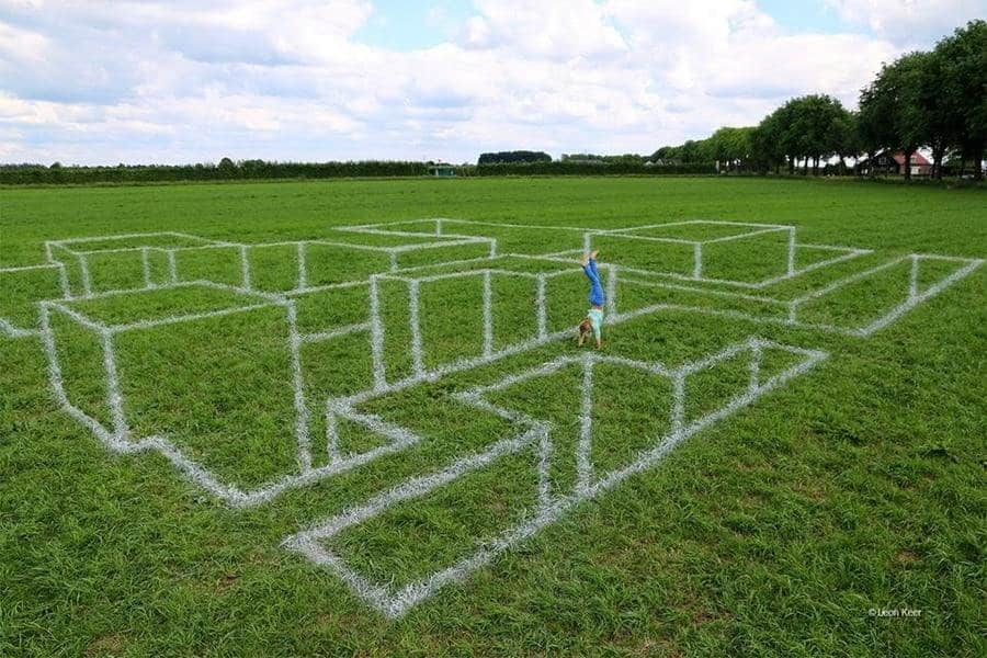illusion optical illusions weird funny 3d maze chalk drawing drawings spellbinding puzzles genius amazing depth really shapes mazed comments