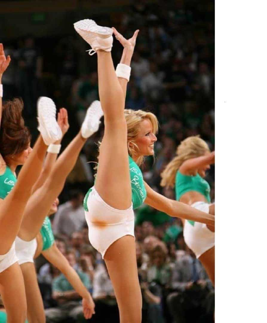 20 Of The Most Hilariously Shocking Cheerleader Wardrobe