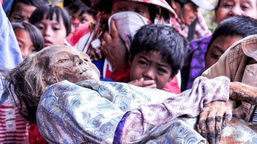 10 Bizarre Funeral Customs From Around The World