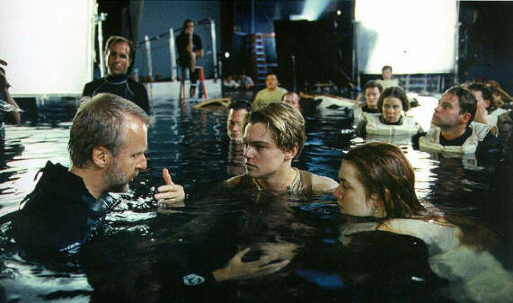 10 crazy behind the scenes photos from your favorite movies - Was the titanic filmed in a swimming pool ...