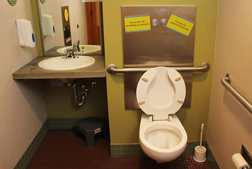 10 of the world 39 s craziest bathrooms for Coolest bathrooms in the world