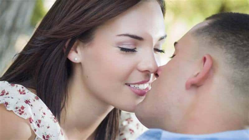How long should you be hookup to kiss
