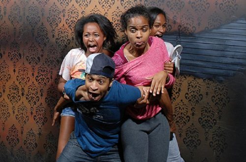 10 Hilarious Photographs Of People Being Scared In Haunted Houses